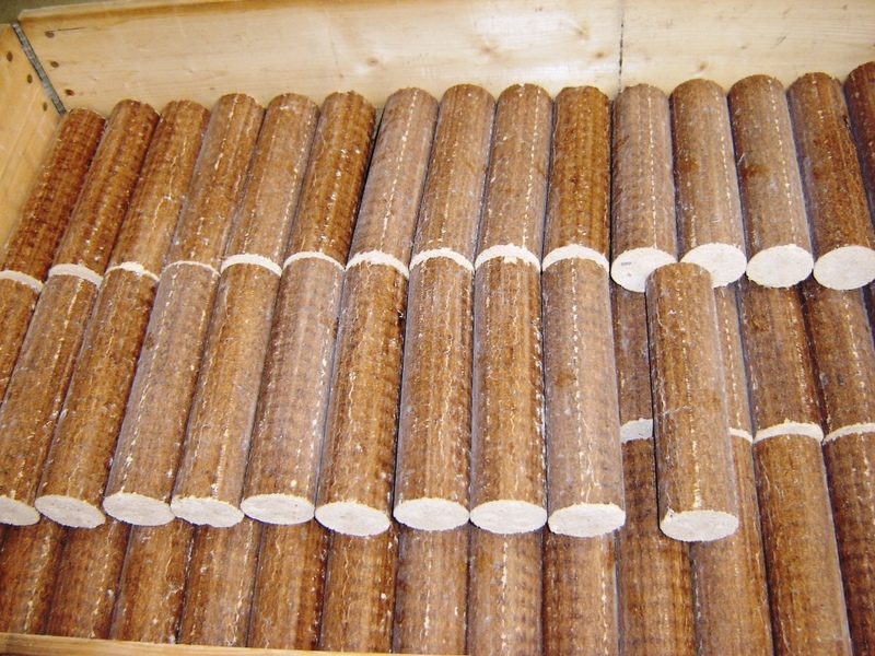 0_briquettes-from-saw--030[1]